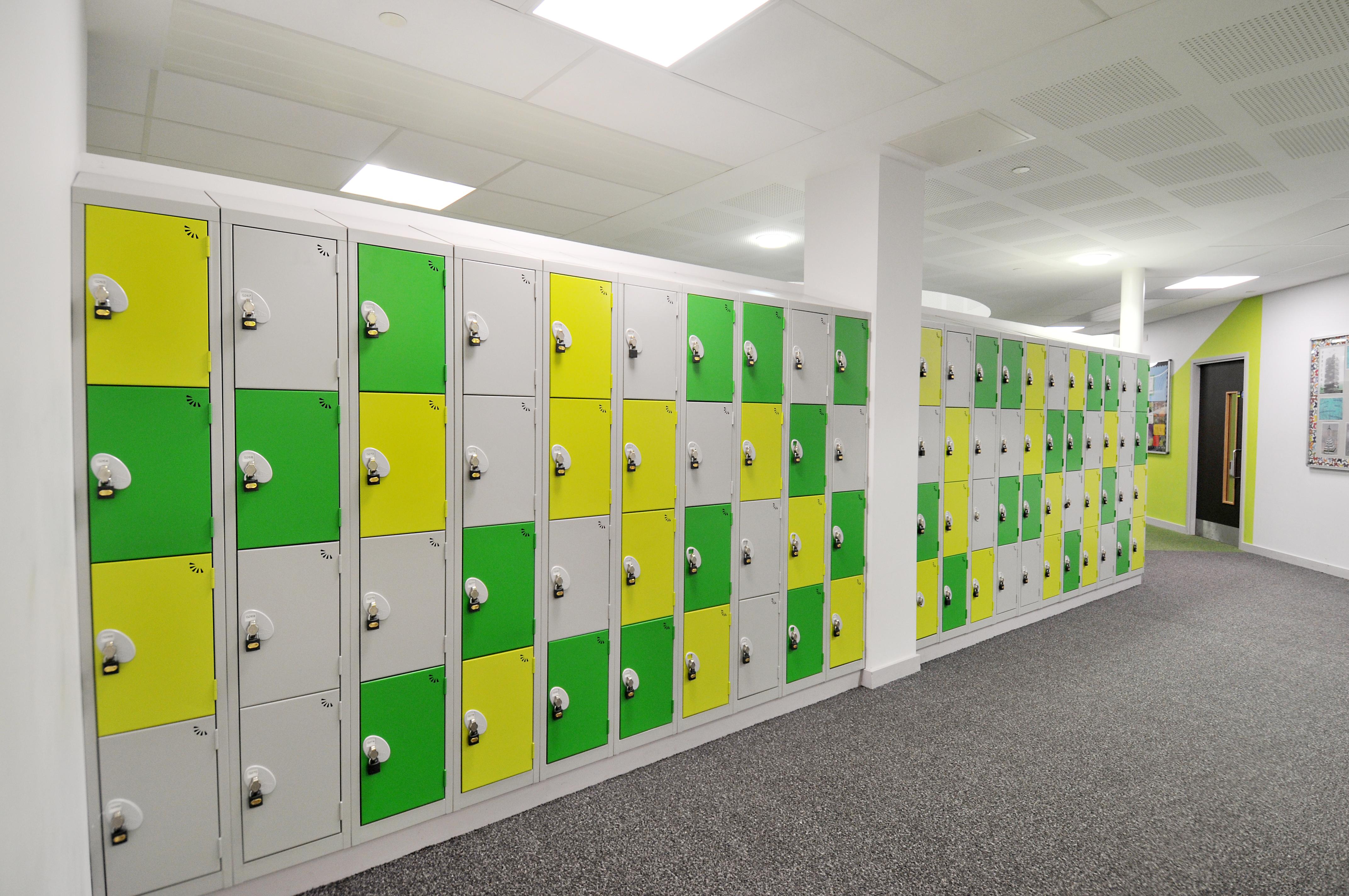 Pleckgate School Blackburn yellow green42